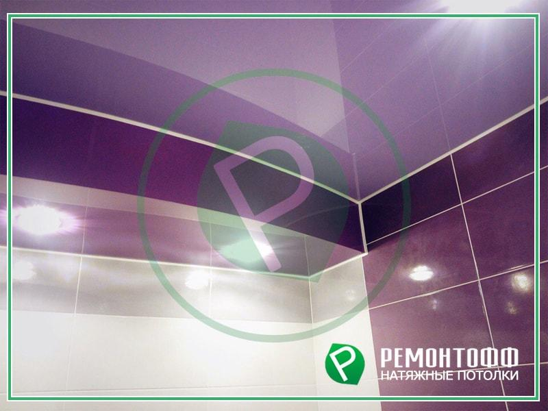 Глянцевый натяжной потолок в ванной фото натяжной потолок для ванной с точечными светильниками, потолок в ванной с 6 углами фото